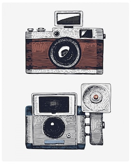 Vintage de cámara fotográfica, dibujado a mano grabado en boceto o estilo de corte de madera, lente retro de aspecto antiguo, ilustración realista aislada
