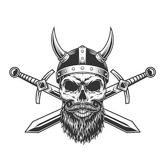 Vintage cráneo vikingo en casco con cuernos
