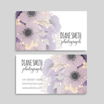 Vintage tarjeta de visita con flores y bayas