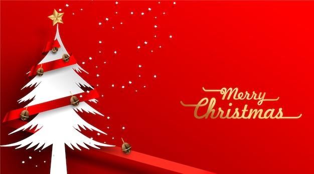 Vista de decoración de árbol de navidad y granos de café desde arriba con tarjeta de cinta roja