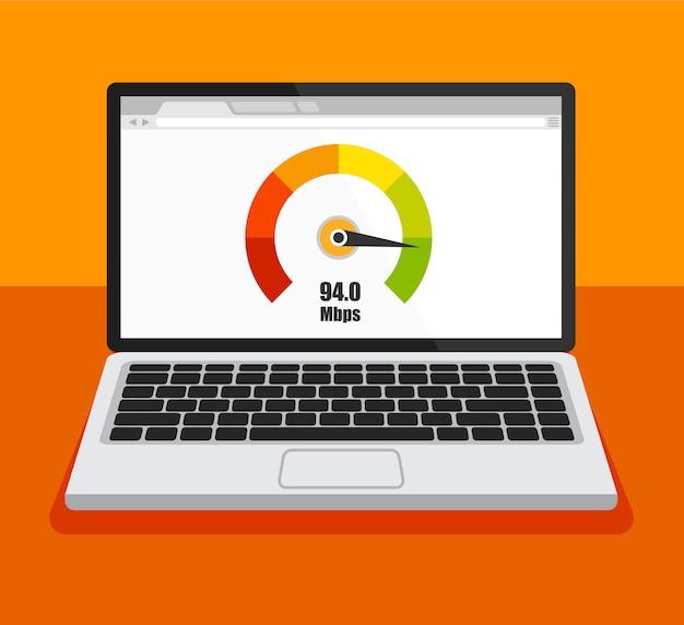 Vista frontal del portátil con prueba de velocidad en una pantalla. aislado