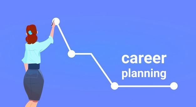 Vista posterior de la empresaria punto de crecimiento superior gráfico flecha concepto de éxito de planificación de carrera sobre fondo azul plano horizontal