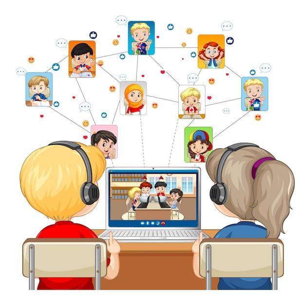 Vista posterior de una pareja de niños comunicarse por videoconferencia con amigos sobre fondo blanco.