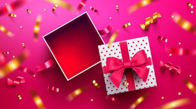 Vista superior de la caja de regalo abierta vacía para el día de san valentín