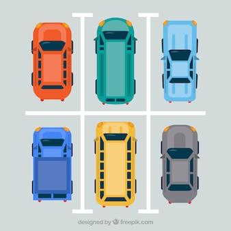 Vista superior de coches flat en aparcamiento