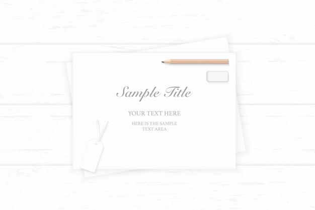 Vista superior etiqueta de borrador de lápiz de papel de composición elegante sobre fondo de madera.