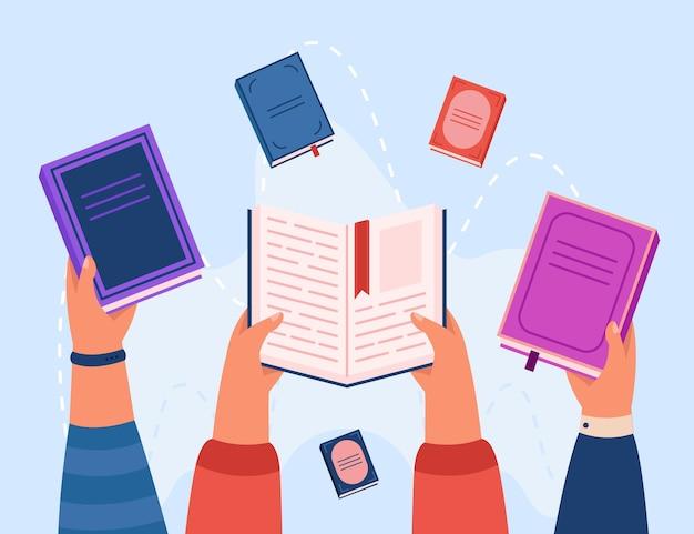 Vista superior de manos sosteniendo libros ilustración plana vector gratuito