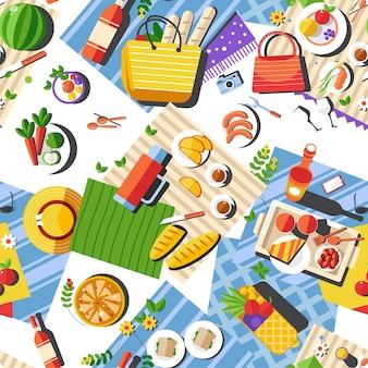 Vista superior del mantel con comida y platos para picnic. sombreros y bolsos en manta. comer al aire libre o acampar en la naturaleza. las vacaciones de verano se relajan. patrón sin costuras, vector de estilo plano