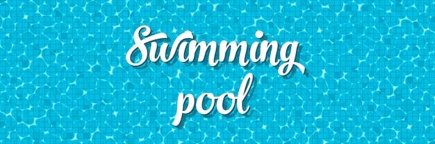 Vista superior de la piscina con la reflexión.