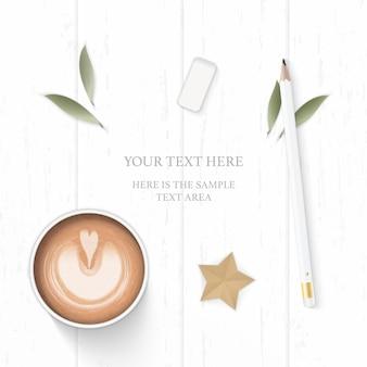 Vista superior plana endecha elegante composición blanca hoja de papel cono de pino borrador de lápiz café y artesanía estrella sobre fondo de madera.