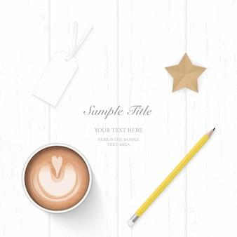 Vista superior plana endecha elegante papel blanco composición lápiz amarillo etiqueta estrella artesanía y café sobre fondo de madera.
