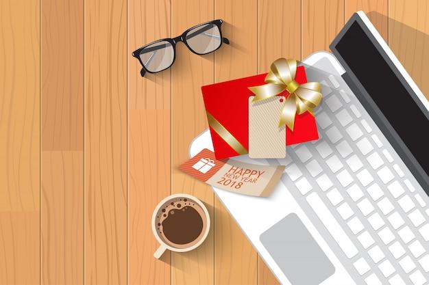Vista superior de regalo de navidad sobre laptop