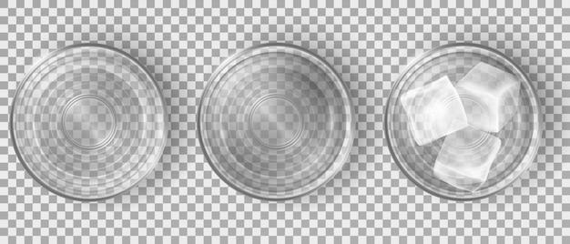 Vista superior de vasos de agua vacíos y llenos