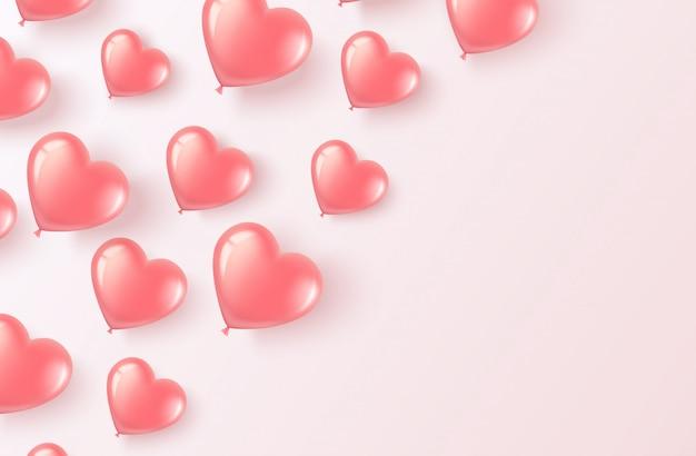 Volar globos rosados en forma de corazón