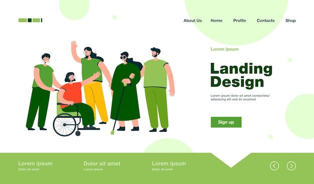 Voluntarios sonrientes que ayudan a personas con discapacidad a la página de inicio en estilo plano