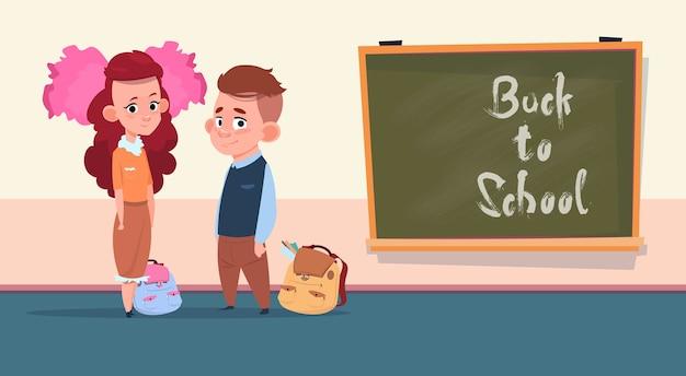 Volver a la escuela chica pequeña y chico de pie