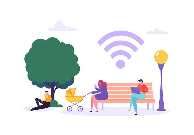 Wifi en el parque con personas que usan teléfonos inteligentes y computadoras portátiles. concepto de redes sociales con personajes con gadgets móviles.