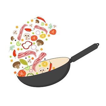 Wok pan, tomate, pimentón, pimiento, champiñones y tocino. comida asiática. volar verduras con tocino de cerdo.