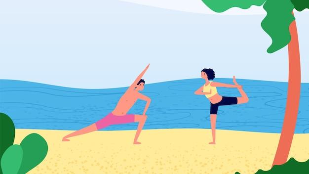 Yoga por la mañana en la playa. entrenamiento de la mujer del hombre cerca del océano. tiempo de relax, vacaciones o turismo.