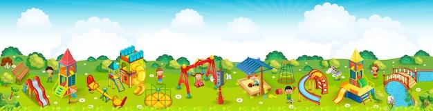 Zona de juegos panorámica en el prado. .
