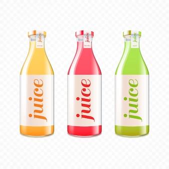 Zumo de frutas con vitaminas en botellas de vidrio.