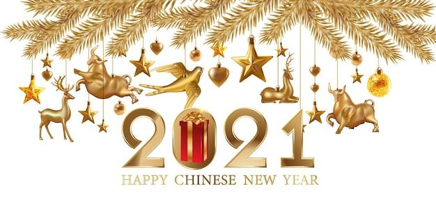 2021 goldkarte. weihnachtsgrußkarte mit hängendem goldglanz-weihnachtsspielzeug, geschenkboxen auf schwarzem hintergrund