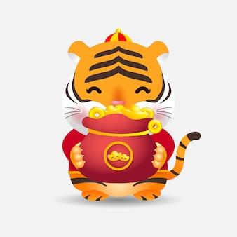 2022 chinesischer kleiner tiger des neuen jahres, der eine tasche mit goldjahr des tigertierkreises hält