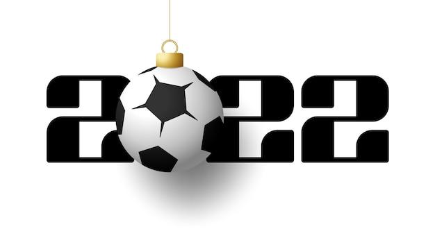 2022 frohes neues jahr. sportgrußkarte mit goldenem fußball- und fußballball auf dem luxushintergrund. vektor-illustration.