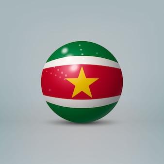 3d realistische glänzende plastikkugel oder kugel mit flagge von suriname