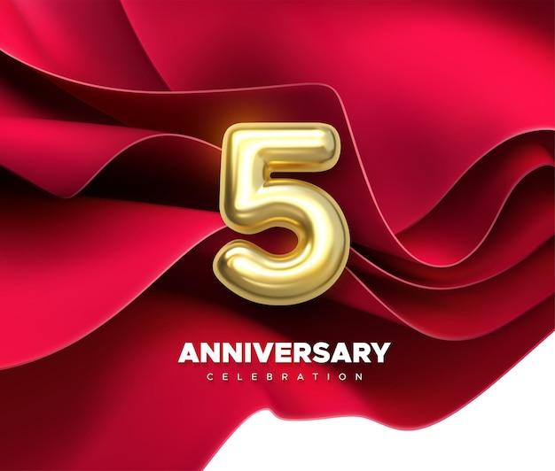 5. jubiläumsfeier goldene zahl auf rotem fließendem textilhintergrund