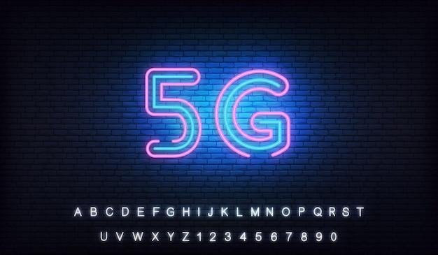 5g netzwerk neon. leuchtendes zeichen der drahtlosen verbindung des internets 5g