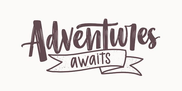 Abenteuer erwartet eine motivierende nachricht oder einen satz, der mit eleganter kursiver kalligraphischer schrift geschrieben und mit band verziert ist