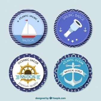 Abgerundete segel abzeichen in flaches design