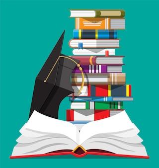 Abschlusskappe und stapel bücher. akademische und schulische kenntnisse, ausbildung und abschluss. lesen, e-book, literatur, enzyklopädie. vektorillustration im flachen stil