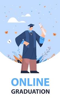Absolventin glücklicher männlicher absolvent, der das akademische diplom der hochschulausbildung feiert