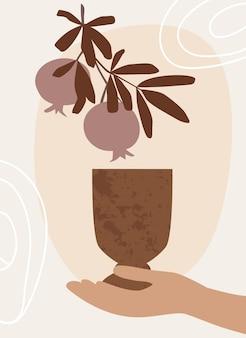 Abstrakte botanische wandkunst mit einem glas wein in der hand und einer granatapfelfrucht mit blättern