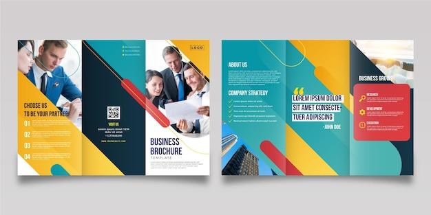 Abstrakte dreifach gefaltete broschüre mit foto