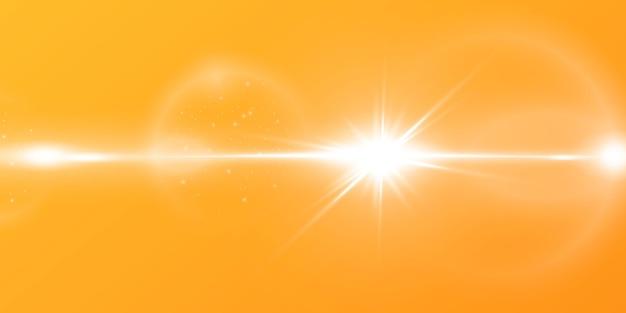 Abstrakte funkelnde linsenfackel mit funkelnder sonne auf gelbem und orangefarbenem hintergrund. eine warme sonne, die mit natürlichen lichtstrahlen gefüllt ist. isoliert .