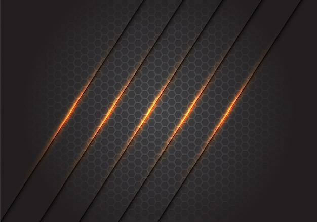 Abstrakte goldlichtlinien zerschneiden auf dunkelgrauem hexagonmaschenhintergrund.