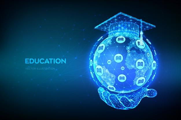 Abstrakte niedrige polygonale graduierungskappe auf erdkugelmodellkarte des planeten in der hand. e-learning-konzept. online-bildung.