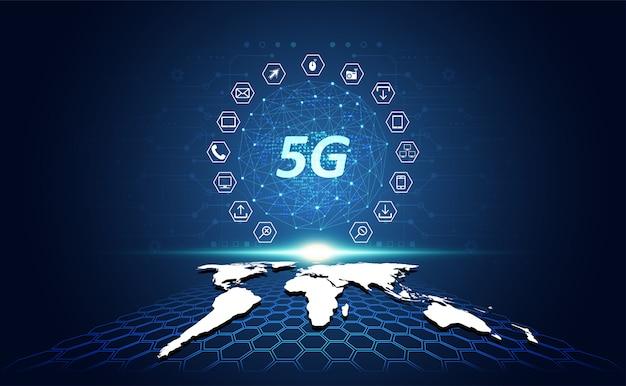 Abstrakte technologielinie dreieck und niedrige polypunkte des geschäftsmannes halten das polygonale zukünftige moderne wireframe des telefons in der hand auf high-techem zukünftigem blauem hintergrund. für vorlage, webdesign oder präsentation.