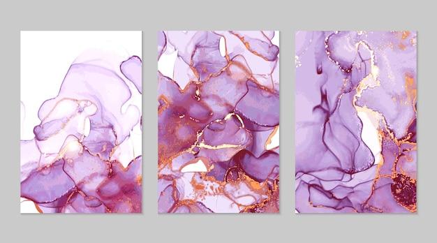 Abstrakte texturen aus violettem und goldenem marmor in alkoholtintentechnik