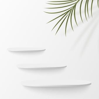 Abstrakter hintergrund mit geometrischen 3d-podien der weißen farbe.