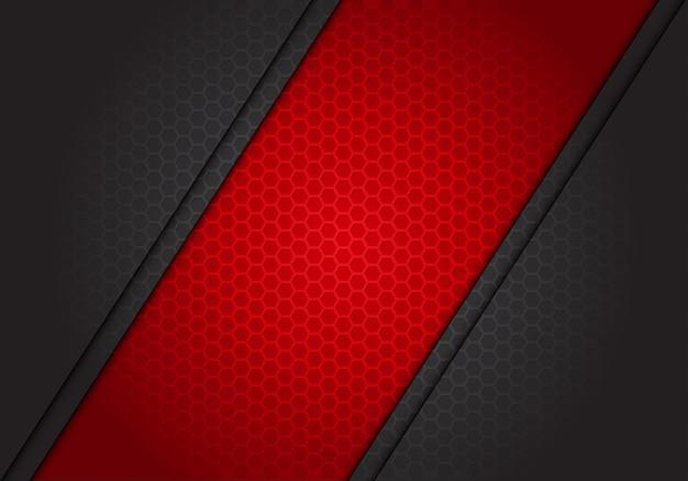 Abstrakter roter fahnenschrägstrich auf dunkelgrauem hexagonmaschenhintergrund.