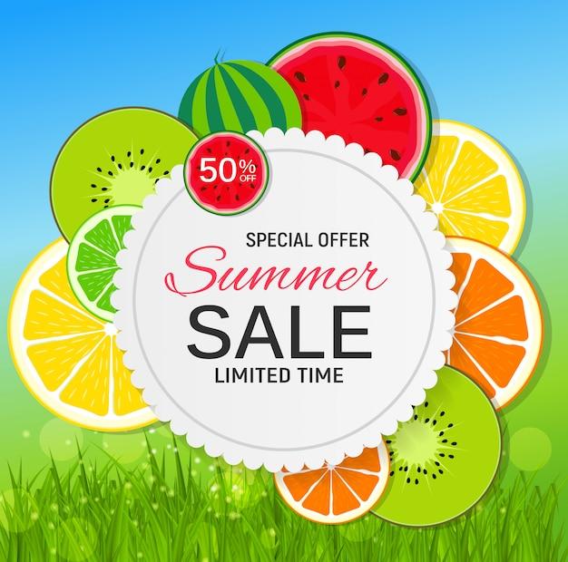 Abstrakter sommerschlussverkauf mit frischen früchten.
