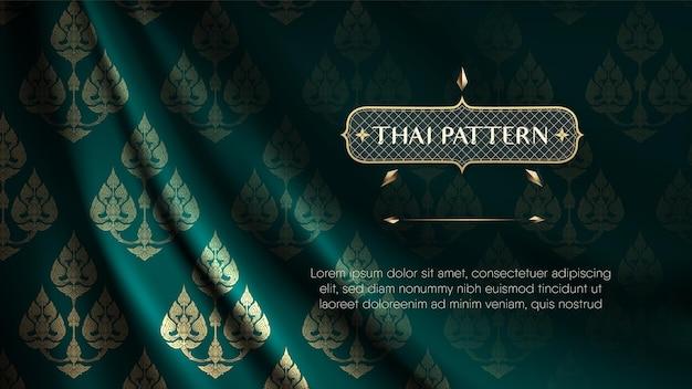 Abstrakter traditioneller thailändischer blumenmusterhintergrund auf rip curl dunkelgrünem vorhang.