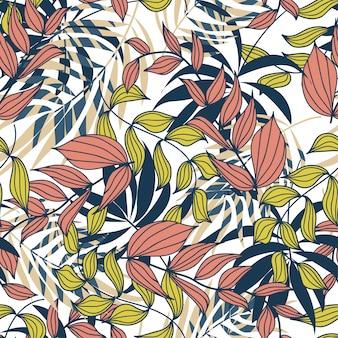 Abstraktes nahtloses muster des sommers mit bunten tropischen blättern und anlagen auf weiß