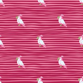 Abstraktes tierisches nahtloses muster mit weißen papageienformen des gekritzels. rosa gestreifter hintergrund. lustige kulisse.