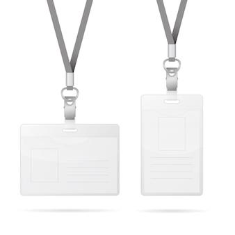 Abzugsleine mit dem transparenten leeren vertikalen und horizontalen markenausweishalter lokalisiert auf weiß
