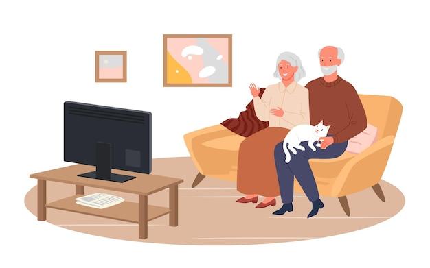 Ältere ehepaare sehen in der vektorillustration des wohnzimmers fernsehen. cartoon glückliche senior-charaktere sitzen zusammen auf der couch, großeltern schauen film, fernsehnachrichten einzeln auf weiß